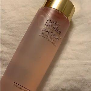 Estée Lauder Soft Clean silky hydrating lotion